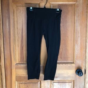 Athleta Cropped Leggings, never worn.  Size Small.